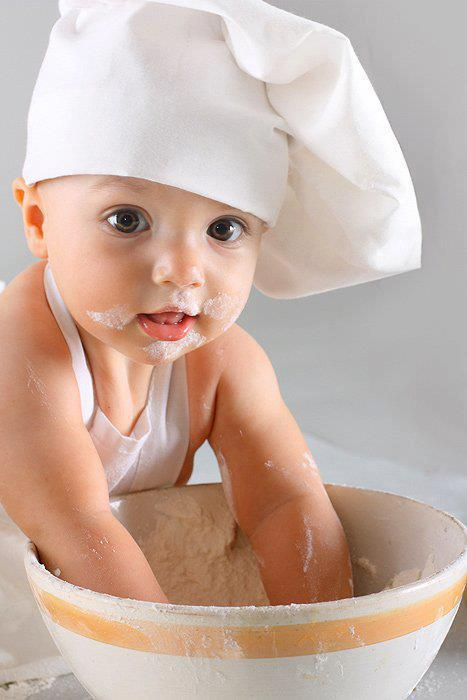 آموزش آشپزی،عکس کودک،درست کردن کیک،آرد
